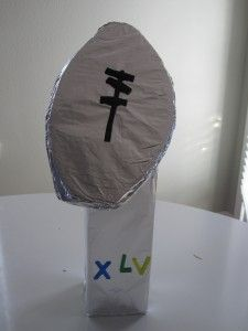 Football season is here! Have your kids create their own football trophies