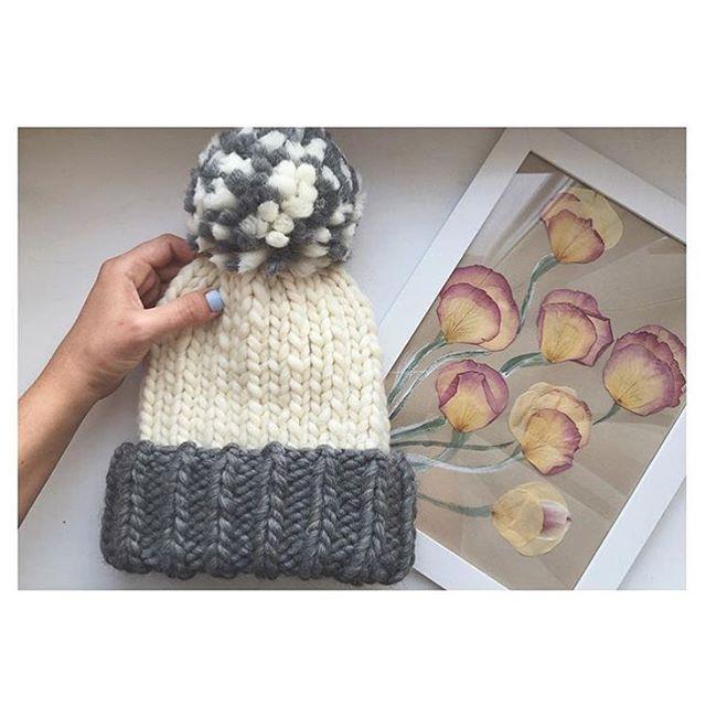 Гисметео опять обещает похолодание. Значит есть повод связать себе новую шапку  А эту красавицу из пряжи #KeepCalmThisWool цвета #WhiteNights и #GrayGus связала @daresha.handmade