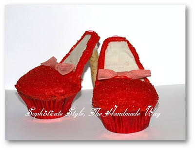 Ruby slipper cupcakes! All you need is a graham cracker, a stick of Big red and a Piroutte cookie.: Cakes Ideas, Cupcakes Galor, Favorite Shoes, Cupcakes High Heels, Yummy Food, Red Shoes, High Heels Cupcakes, Cupcakes Highheel, Shoes Cupcakes