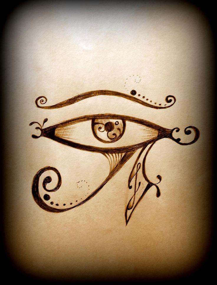 O Olho de Hórus simboliza força, poder, coragem, proteção, clarividência, saúde. Representa o olhar aberto e justiceiro de um dos deuses egípcios da mitologia: o deus Hórus.