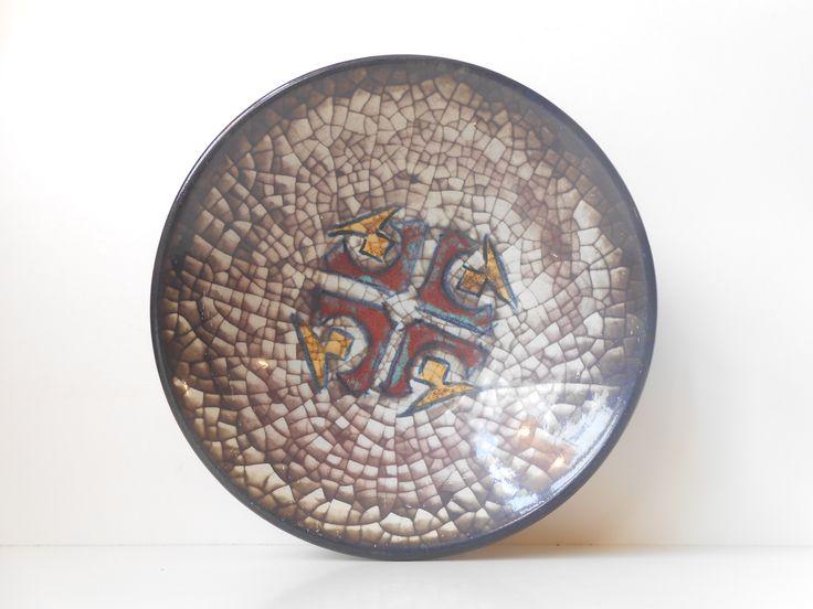 Marianne Starck 1970s stoneware bowl:  http://retro-design.dk/butik/marianne-starck-persia-skaal-1970erne/