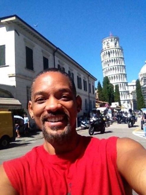 Will Smith sotto la Torre di Pisa