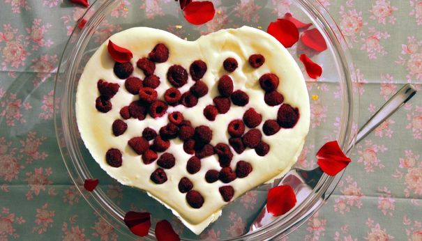 no-bake Valentine's day cake