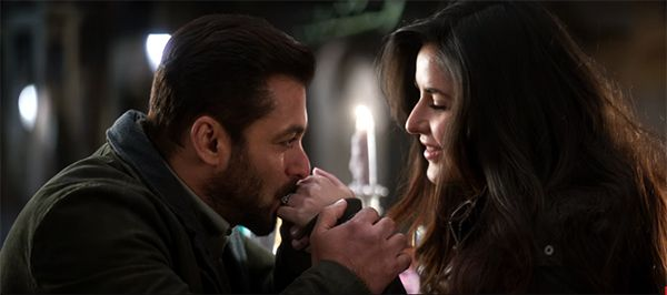 Has Salman Khan kissed Katrina Kaif in Tiger Zinda Hai? We have the answer #FansnStars