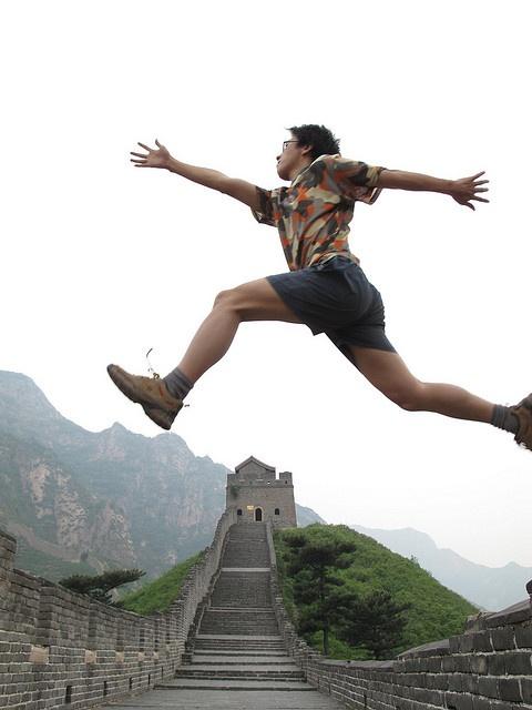 跨越长城 Across the Great Wall we can reach every corner in the world. by Zola 周曙光, via Flickr