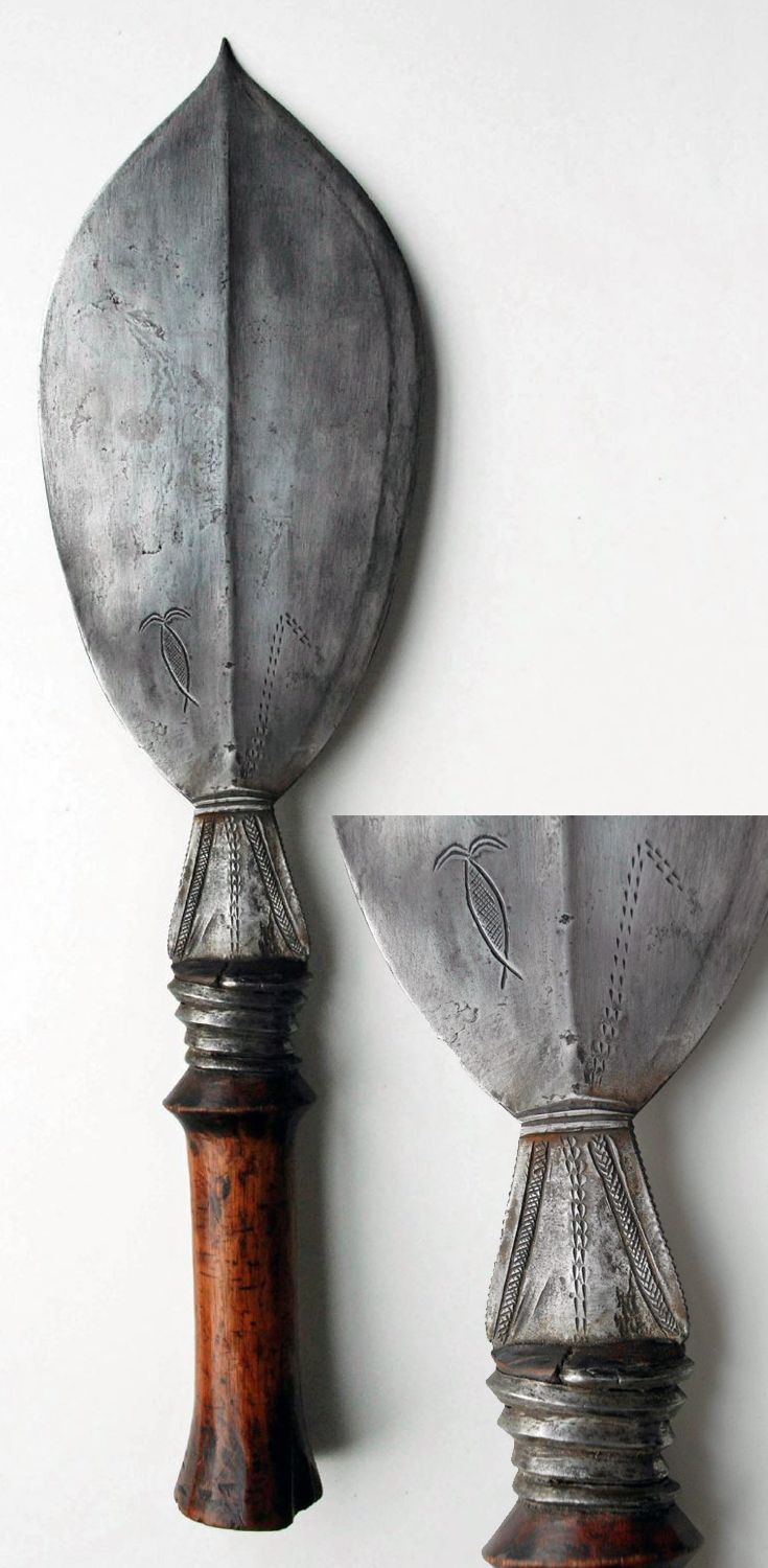 Africa | Knife from the Fang people of Gabon | Iron and wood | ca. 1920 - 1930 || Sept 2014 Catalogue