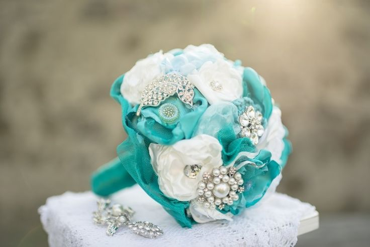 Broschenstrauß Brautstrauß türkis von MY bouquet auf DaWanda.com