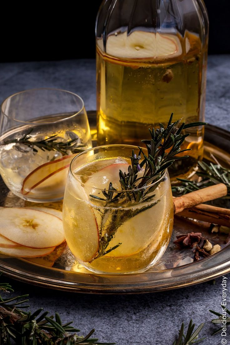 Beat the winter blues with this gorgeous fragrant homemade sugar-free Mulled Apple Cider recipe which tastes just like apple pie!