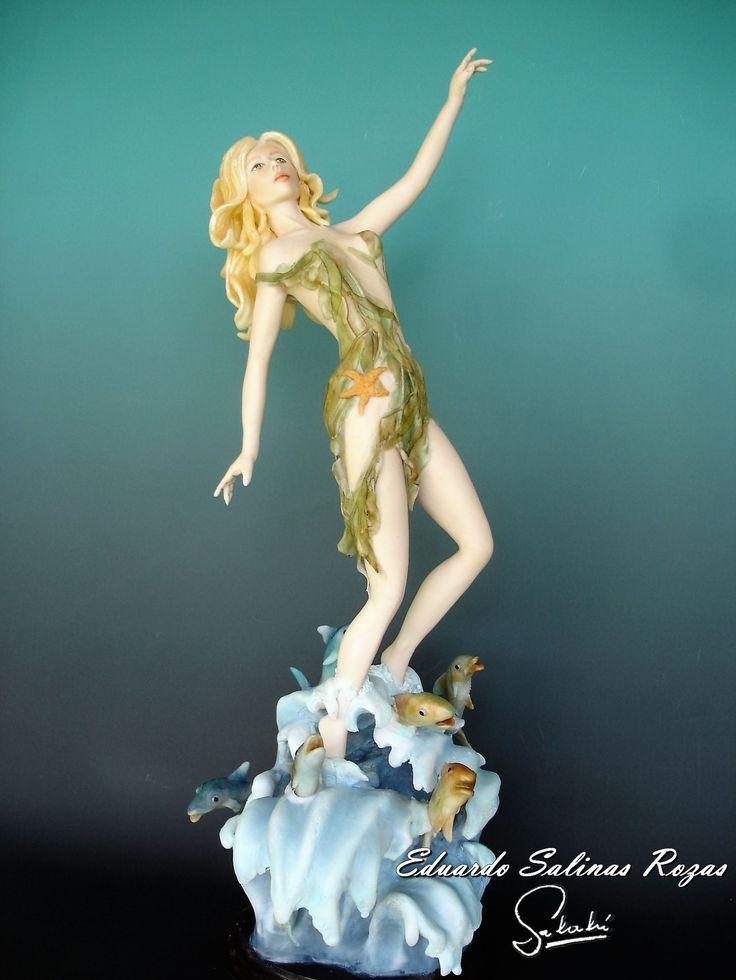 Pincoya.  Es una figura imaginaria que pertenece a la mitología de Chiloé en el Sur de Chile.