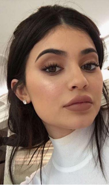 Diesen Make-up-Look von Kylie Jenner müssen Sie unbedingt kopieren!   – { beauty and hair }