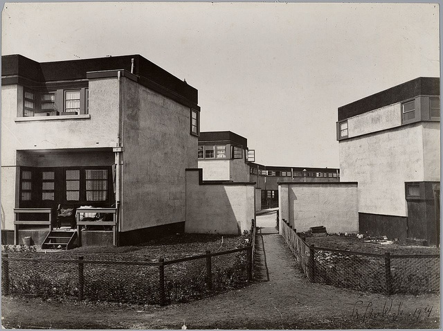 Woningbouw Betondorp, Amsterdam, 1922-1923. Architect: J. B. van Loghem.