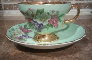 Šálek na čaj * zelený porcelán s malovanou magnólií a šeříkem, zdobený zlatem ♥
