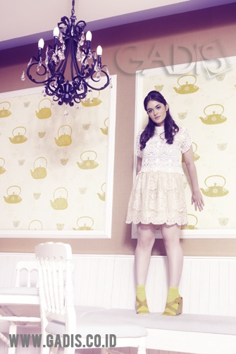 Lace always looks gorgeous on a girly girl look. Just wear a lace dress underneath your lace top. Cute!
