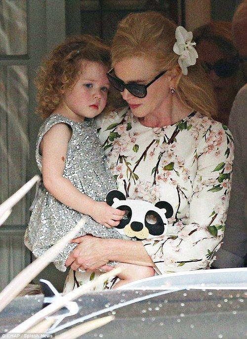 Nicole Kidman's daughter looks like her mama. :)