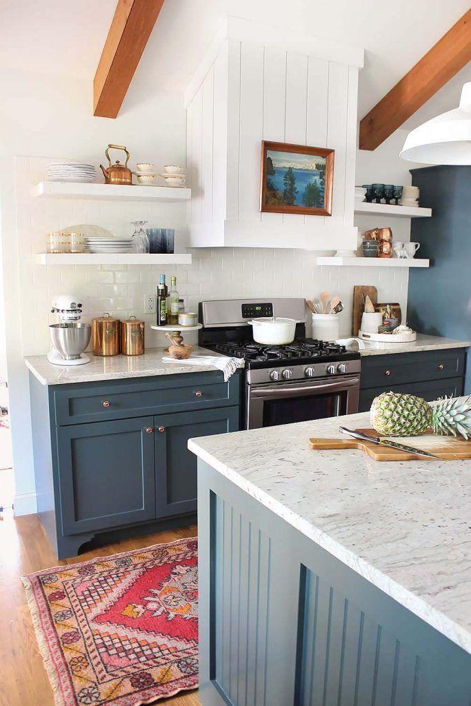 Moderne landelijke keuken in teal blauw met marmeren keukenblad en originele balken. // via The White Buffalo Styling Co