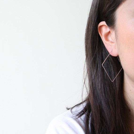 Geometric minimalist silver wire earrings from our Geo serie, Geo square earrings. It has a minimal, modern geometric shaped as square. These minimalistic earrings are unique gift and its style catch everyones's eye. It is so light, so you will forget that you wear it!