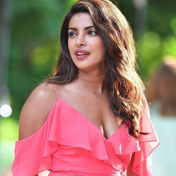 "74 Likes, 5 Comments - Dancebee Bollywood (@bollywooddancebee) on Instagram: "" Beautiful Girl @priyankachopra on the sets of her next international film! Isn't she looking…"""
