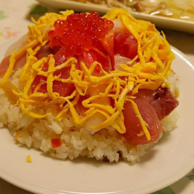 盛りつけは妻にお願いしましたf(^^; 下半身はすし太郎ですが、しらす入れました - 39件のもぐもぐ - 海鮮ちらし寿司 by numachev