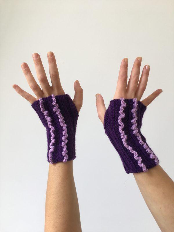 Mitaines violettes en laine   Lilou Création de mode   Pinterest ab193cf0589
