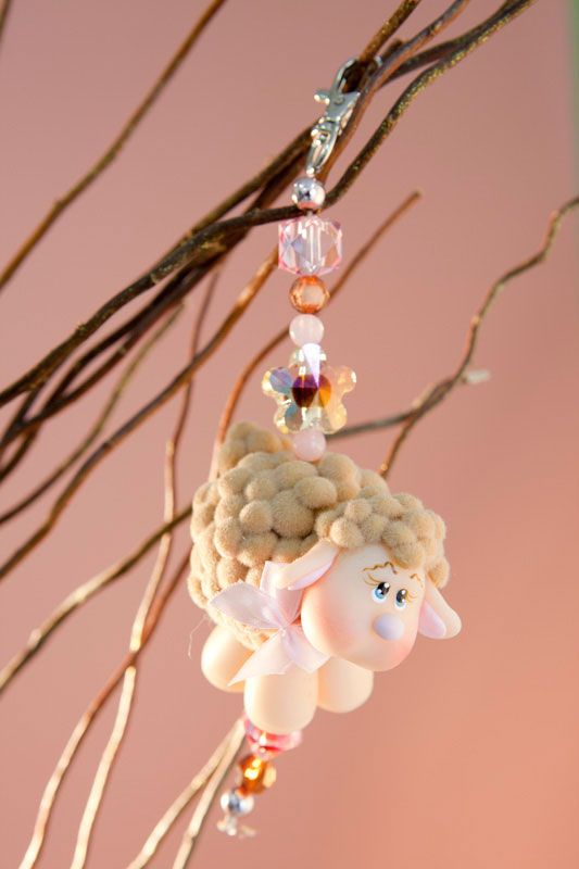 Adorable sheep with polymer clay and pom-poms. Not in English - Must use translator. by Vera Lucia Ayres ---Chaveiro de ovelhinha