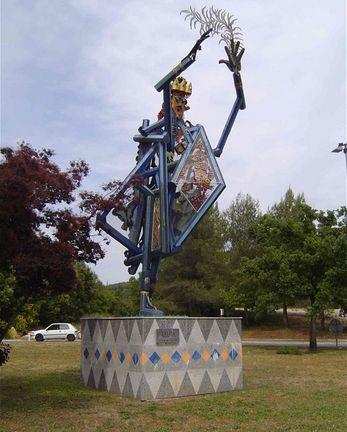 Depuis 2006, cette statue d'Yvon Le Bellec trône au centre du rond-point de l'île Verte située dans la technopole Sophia-Antipolis, à Valbonne, dans la région Provence-Alpes-Côte d'Azur (Paca). Par B. Monier-Vinard et J. Saint-Medar © DR