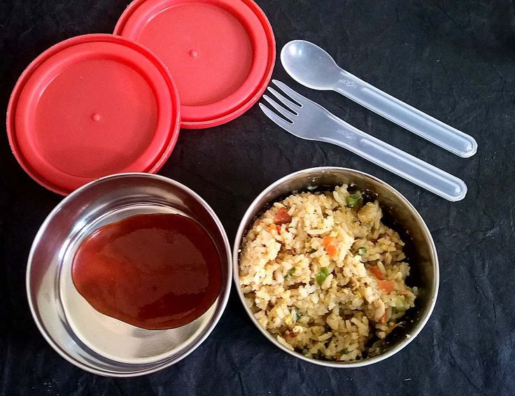 In Box - Chicken Fried Rice and Tomato Sauce  Recipe for Chicken Fried rice - https://madraasi.com/2017/02/22/chicken-fried-rice-restaurant-style-chicken-fried-rice/   #madraasi #lunchbox #lunchboxideas #kidslunchbox #kidslunchboxrecipe #Indianlunchbox #mylunch #mondaylunch #vegetarianlunchbox #tamillunchboxideas #lunchtime #lunchboxrevolution #kidslunchboxrevolution #immadraasi #foodblogger #food  #southIndianlunchbox #chickenrecipe #friedrice #chickenfriedrice…