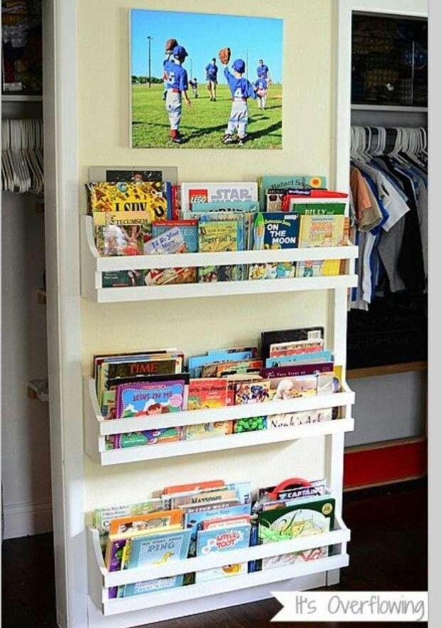 Ideas to organize a mini kids library organising ideas for Kids book storage diy
