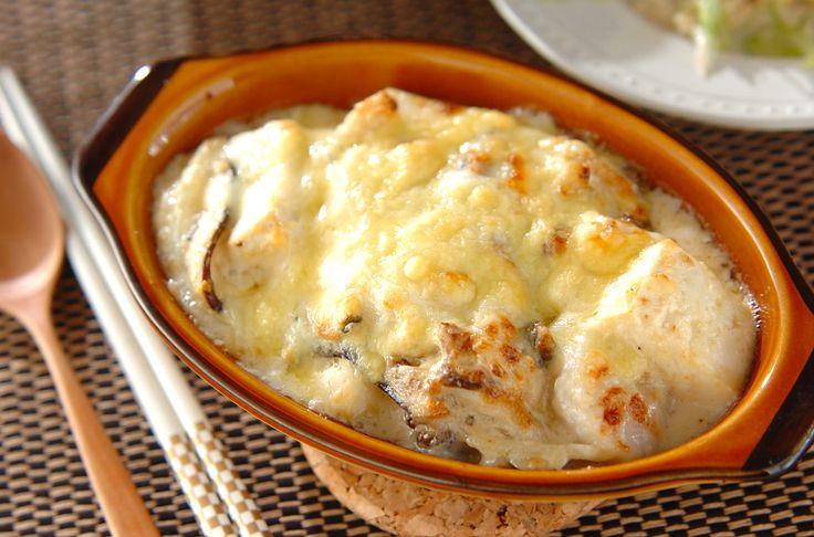 ローカーボ(糖質制限)ダイエット中にもOKなヘルシーフードとして、海外からも注目が高まっている「豆腐」。豆腐の主成分である大豆たんぱく質は美意識の高い女性に嬉しい栄養成分です。今回は、豆腐を使ってヘルシーにアレンジされた簡単で美味しい「豆腐グラタン」の作り方とアレンジレシピをご紹介します!