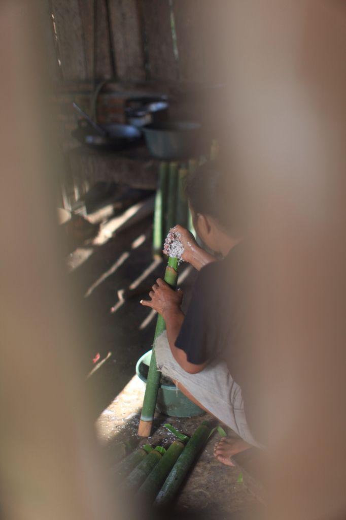 Nasi Bambu untuk Lebaran di Desa Konda, Kendari, Sulawesi Tenggara, Indonesia