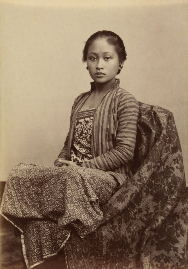 Kassian Céphas Indonesia 1845-1912 Young Javanese woman c. 1885 Albumen silver photograph 13.7 x 9.8 cm Collection National Gallery of Australia. She has more beauty and poise than any Kadashian!
