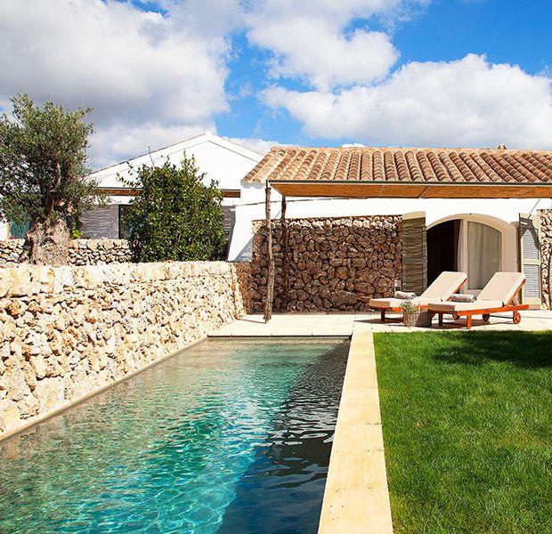 """La piscina de la suite 'Pool Cottage'. (""""Torralbenc"""", hotel de lujo en Menorca)"""