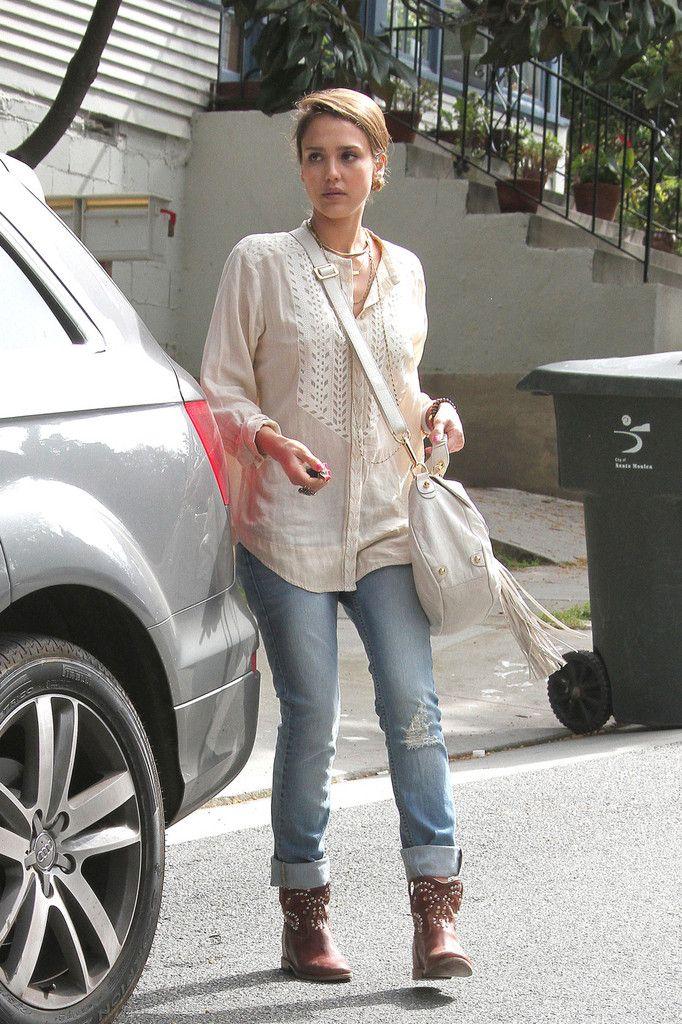 Jessica Alba Photo - Jessica Alba Leaves a Meeting