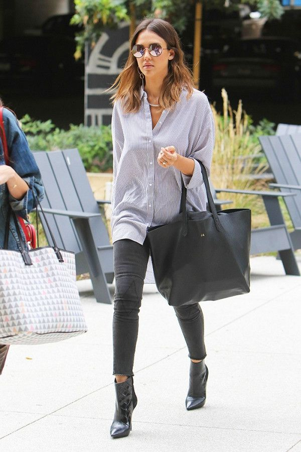 Jessica Alba wearing skinny jeans + an oversized button down blouse