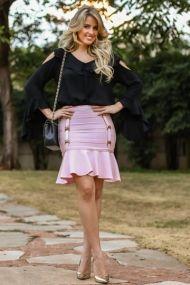 Marina Casemiro, look do dia, saia, rosa bebe, bandagem, detalhes, blusa, preta, vazado no ombro, bolsa chanel, scarpin dourado, analoren, ecommerce, fashion blogger-4