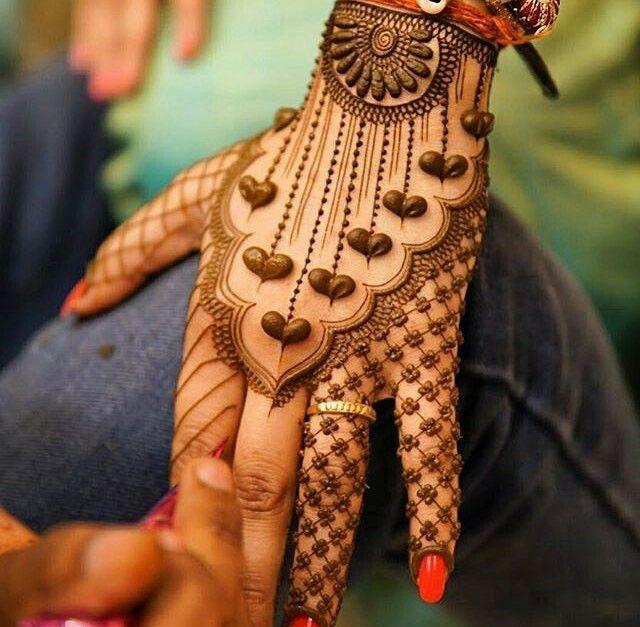 Gorgeous bridal mehndi details
