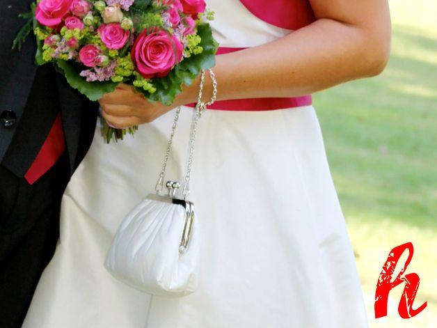 Eine individuelle Tasche für Ihren ganz besonderen Tag?!  Stellen Sie sich Ihre persönliche Tasche aus den unten aufgeführten Individualisierungsoptionen zusammen (bitte im Bemerkungsfeld der...