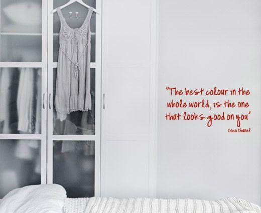 Chanel wallsticker - Perfekt til kvinnens garderobe.