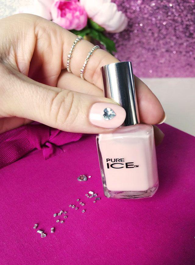 roze nagels met kristallen hart bruiloft manicure