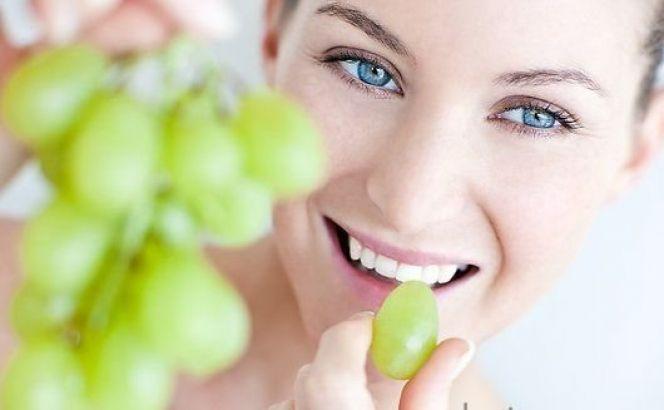 Αυτό είναι το φρούτο που κάνει σούπερ σύσφιξη στο πρόσωπό σου-δες πώς!