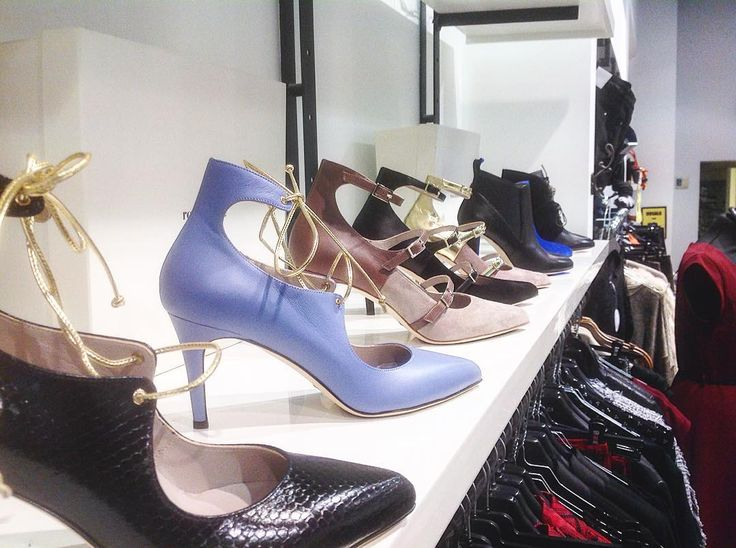 roccamore heels on display in ÜBERST. Heels | Footwear | Shoes | Boots | Slow fashion | fair fashion | Designer Shoes | Stylish women shoes | Versatile shoes | Ankle boots | Black classic shoes | Work shoes | Work heels| Work high heels | boots | woman boots | Women shoes | comfortable heels