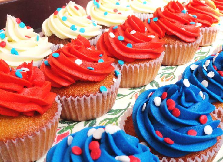 Cupcakes con los colores de la bandera de Chile. ¡Viva Chile! ¡Feliz 18!