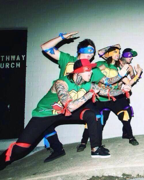 Pierce the Veil - Vic Fuentes, Mike Fuentes, Jaime Preciado and Tony Perry #ninjaturtles