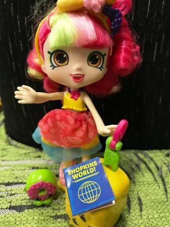 Shopkins Season 8 World Vacation - Donatina and other world travelers