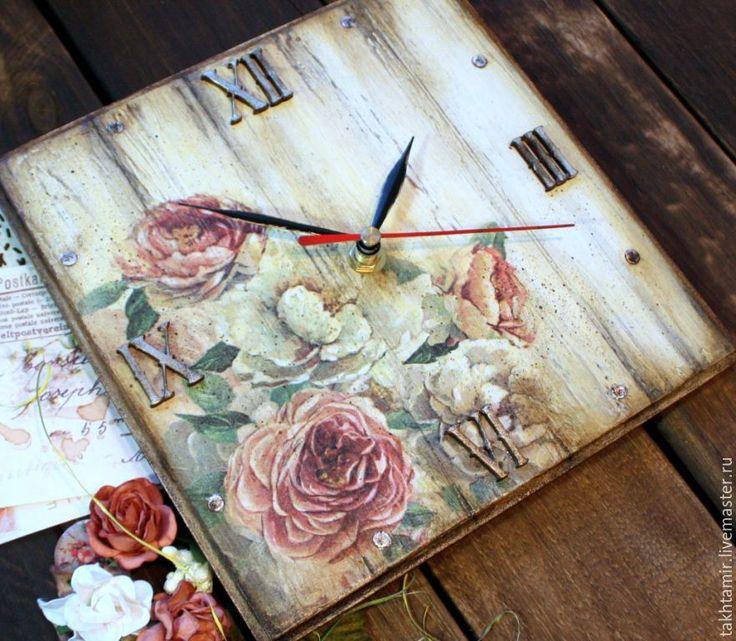 """Часы """"На лепестках цветов написано послание..."""" - Тахтамир Наталья - Ярмарка…"""