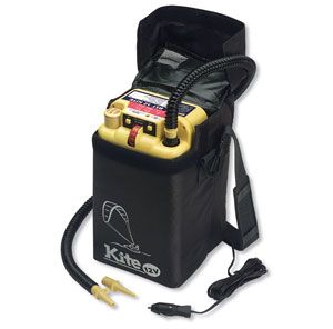 Электронасос Браво BST 12 Kite (6130226)  Электрический насос Браво BST 12 Kite используется для надувных парапланов, оснащён питанием 12V и имеет производительность 450 л/мин. Электронасос не укомплектован аккумулятором ёмкостью 7 А/ч. Рекомендуем дополнительно приобрести герметичную АКБ емкостью 7 А/ч. Значения давления до 800 мБар можно выставлять регулятором на корпусе. При достижении нужной величины электронасос автоматически выключится. В комплекте мягкийпластиковый чехол - защита от…