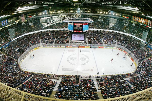Click to see how you can have the perfect hockey fan experience in Edmonton. Fans fill Rexall Place to cheer on The #Edmonton Oilers during an NHL hockey game. (Photo courtesy of the City of Edmonton) #Alberta #CanadianHockey #EdmontonHockey