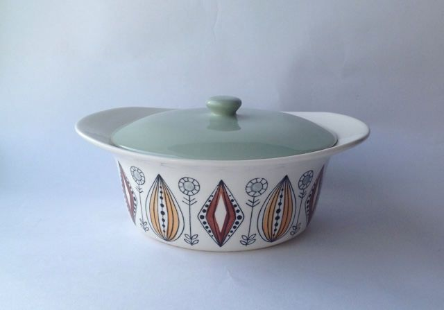 Egersund Lidded Casserole Dish 1950s Norweigen pottery. Scandinavian bowl by gardenfullofVintage on Etsy
