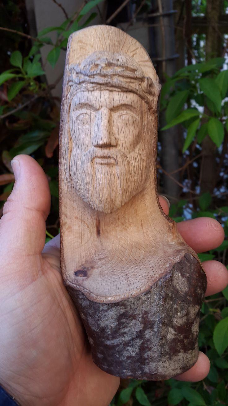 """Volto di Cristo, intaglio a filo di lama """"a coltello""""."""
