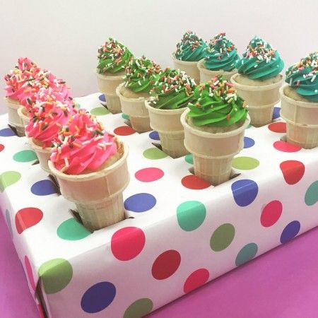 Carrier for ice cream cone cupcakes