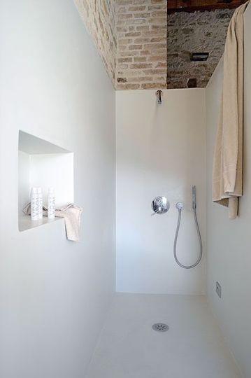 badkamer zonder tegels - inloopdouche - nisje badkamer - stucwerk - stuukwerk - taderlakt